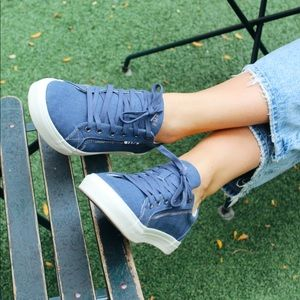NWT Taos Footwear Canvas Sneakers